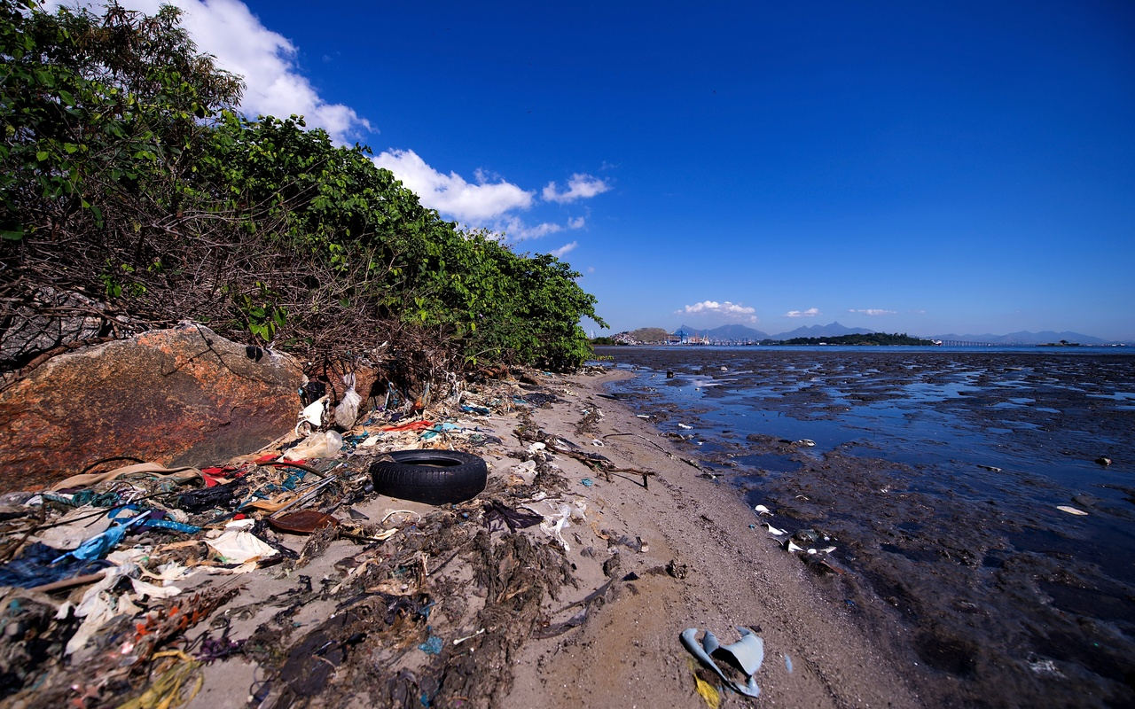 Rio, Brazil problems with trash on Earth Day